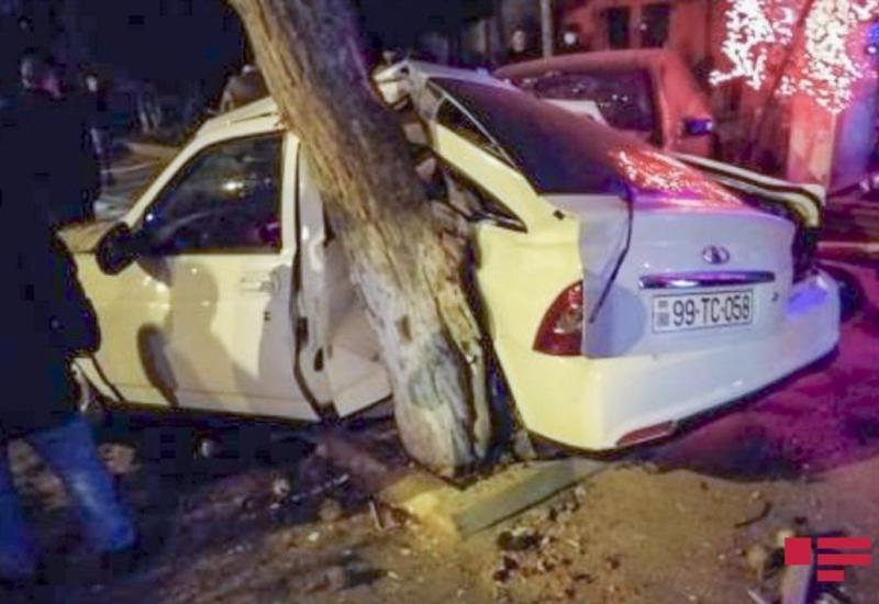 В Баку произошло тяжелое ДТП, есть пострадавший
