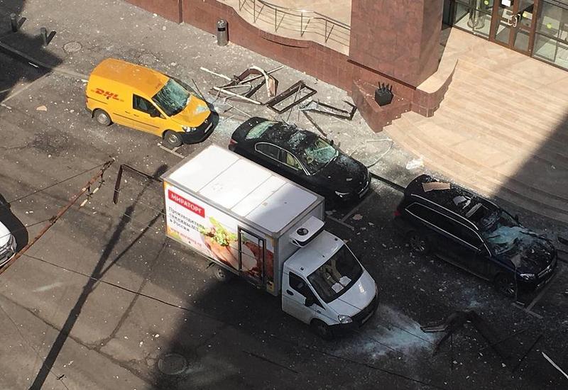 В здании бизнес-центра в Москве произошел взрыв
