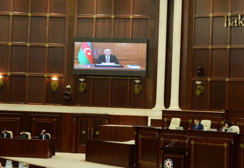 Али Асадов представил в Милли Меджлисе отчет правительства за 2019 год