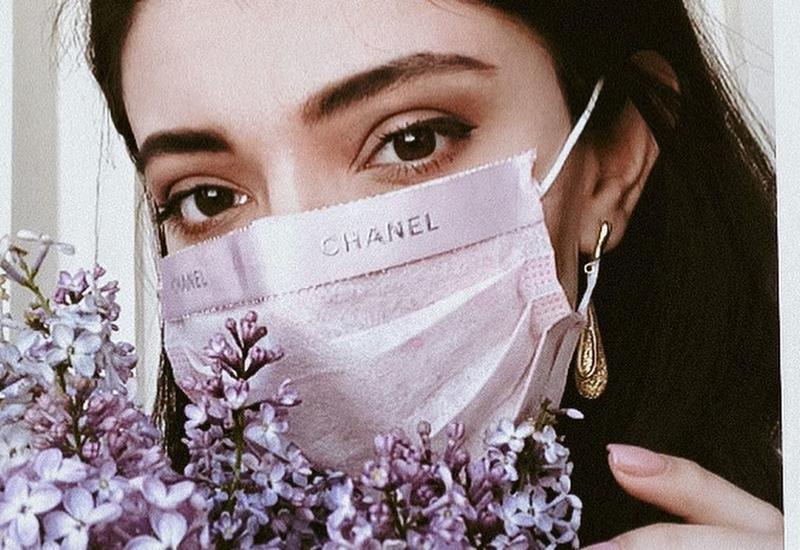 Медицинская маска, как стильный аксессуар модных блогеров