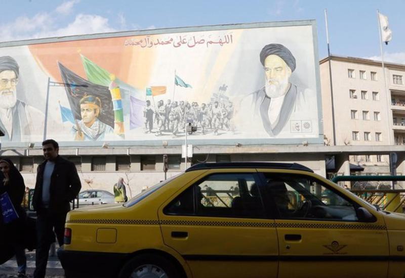 В Иране начали открывать торговые центры, магазины и базары