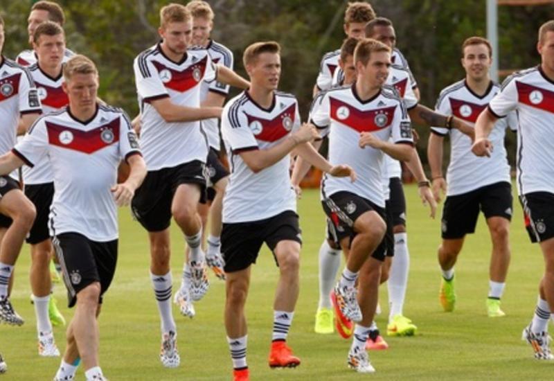 Немецких футболистов могут обязать играть в масках