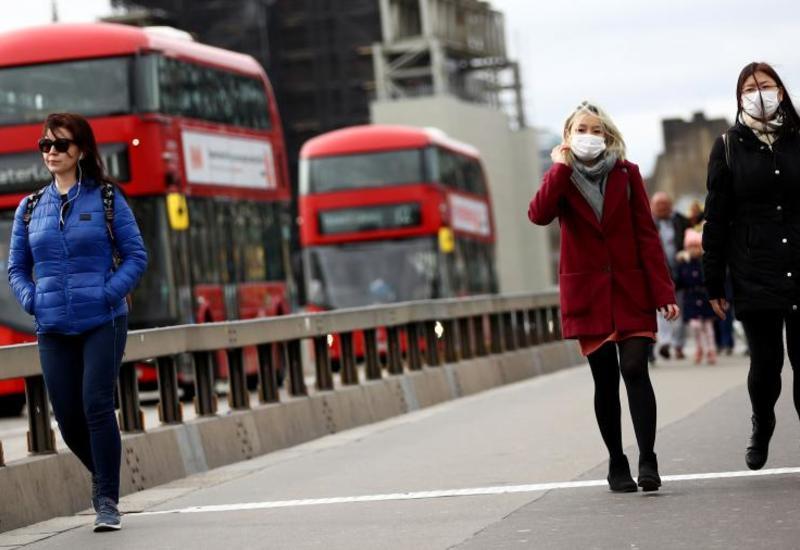 В Британии открываются магазины и террасы пабов