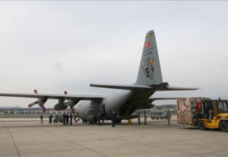 В США вылетел второй самолет с помощью из Турции