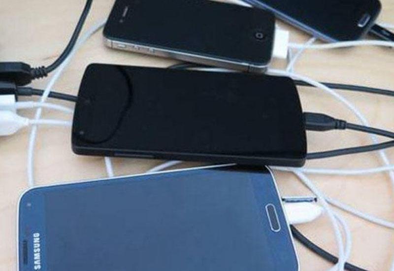 Telefon enerji yığır, amma dolmursa, nə etməli?