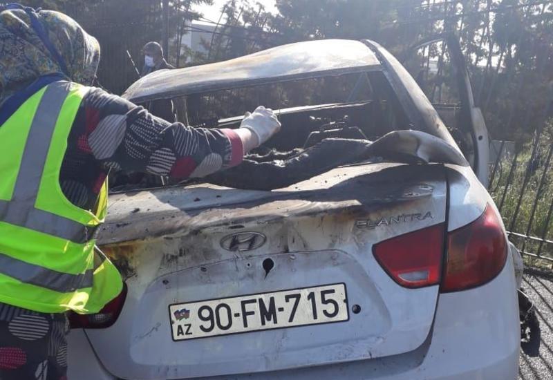 Bakıda qaz borusuna çırpılan avtomobil yanıb