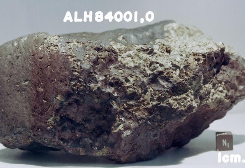В древнем марсианском метеорите нашли органику, предшествующую белкам