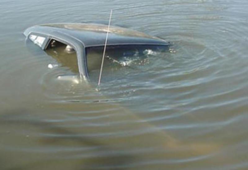 Samuxda faciə: Maşın kanala düşdü, 6 yaşlı uşaq suda boğuldu