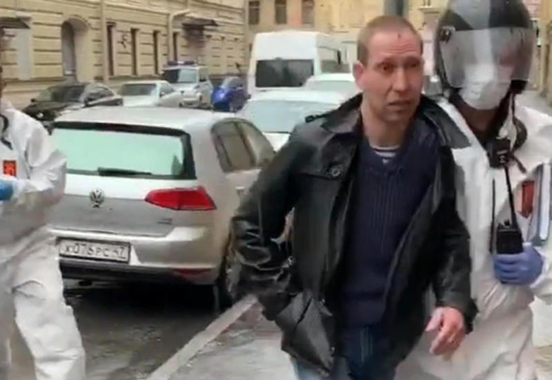 Напавший на петербургских врачей пьяный мужчина попал на камеру