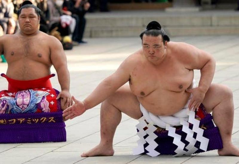 Yaponiyada sumo üzrə imperator kuboku təxirə düşdü