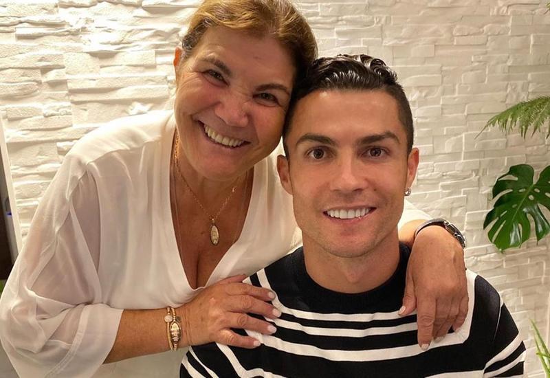Anası Ronaldonun ona bağışladığı avtomobilin FOTOSUNU paylaşdı