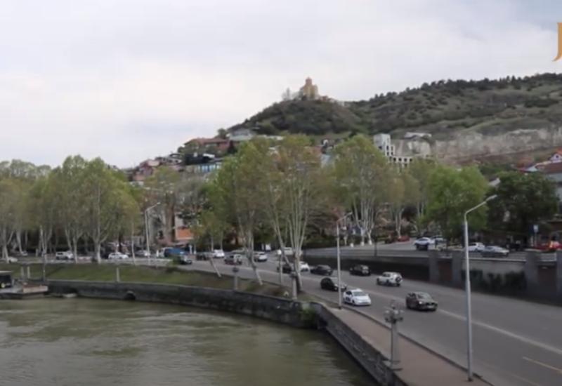 Тбилиси на карантине: машины ездят, но город все равно пуст