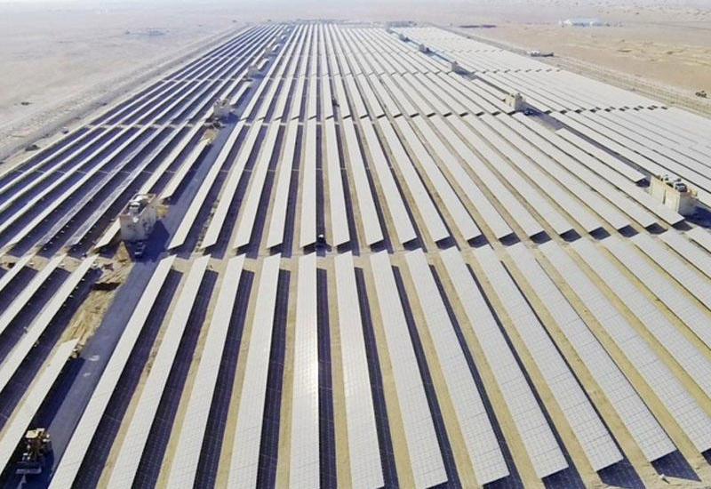 BƏƏ-də qurulacaq günəş ferması dünyada ən ucuz elektrik enerjisi istehsal edəcək