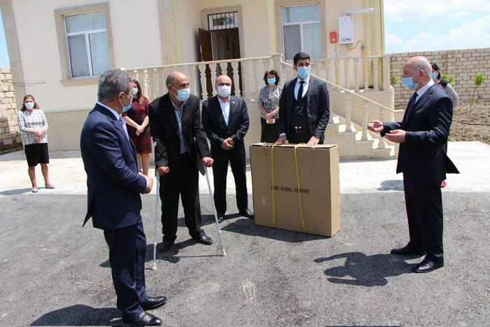 Prezident İlham Əliyevin göstərişi ilə YAP tərəfindən inşa edilən mənzil birinci qrup Qarabağ müharibəsi əlilinə təqdim edilib