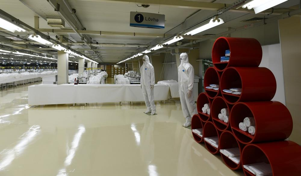 Prezident İlham Əliyev və birinci xanım Mehriban Əliyeva Sumqayıtda tibbi maska fabrikinin və qoruyucu kombinezonların istehsalı müəssisəsinin açılışında iştirak ediblər