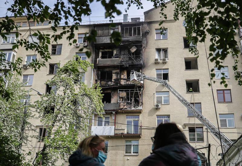 Кадры с места страшного пожара в жилом доме в центре Москвы