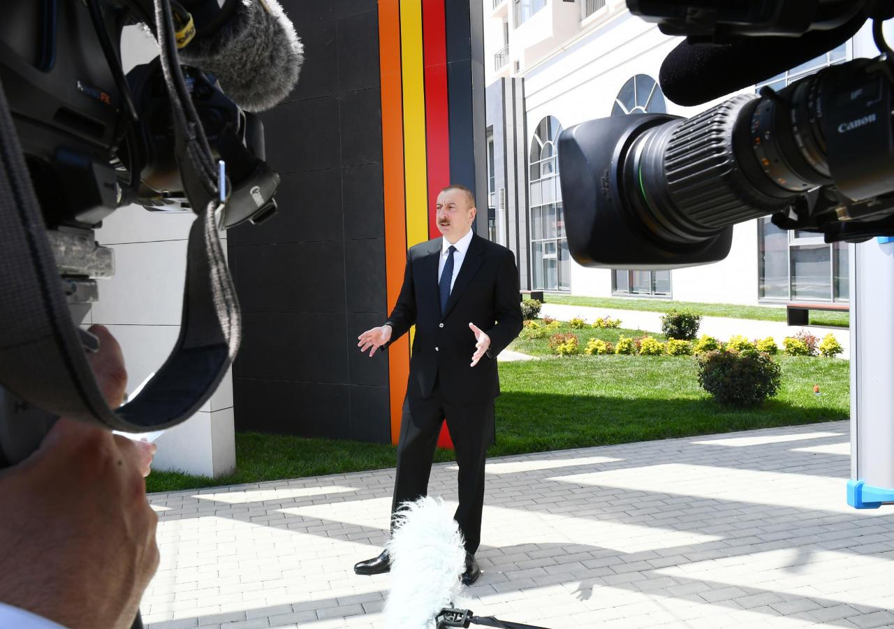 Президент Ильхам Алиев и Первая леди Мехрибан Алиева приняли участие в открытии центра DOST номер 3