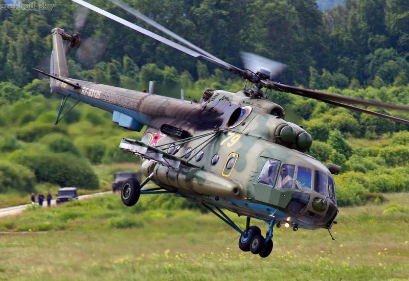 Военный вертолет Ми-8 совершил жесткую посадку в России, экипаж погиб