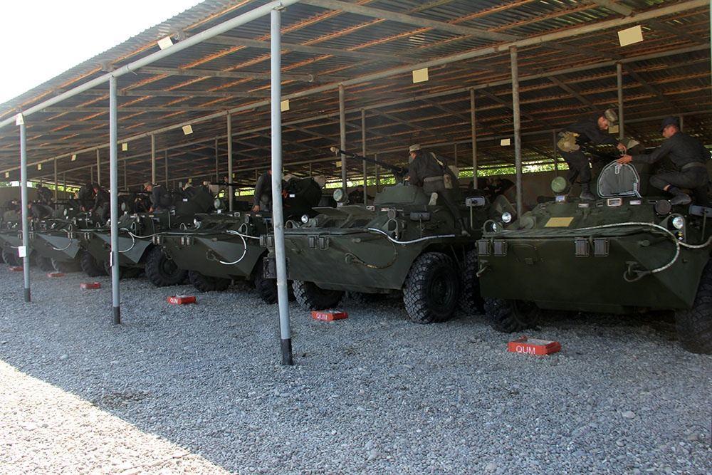 Министр обороны находится в прифронтовой зоне, где проводятся учения