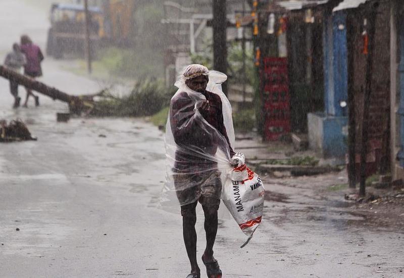 """Число погибших в Индии из-за циклона """"Ампхан"""" превысило 70"""