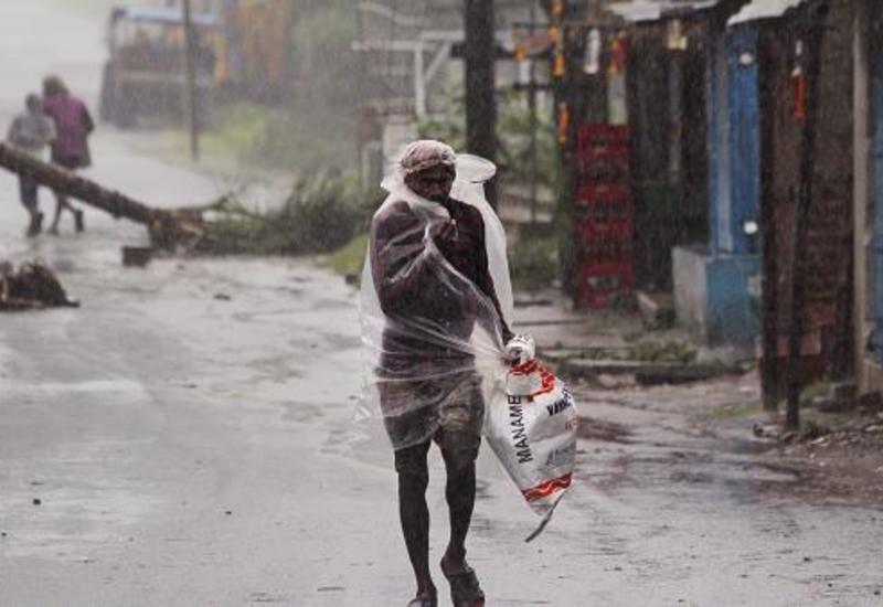 """Мощный тайфун """"Ампхан"""" ударил по побережью Индии и Бангладеш"""