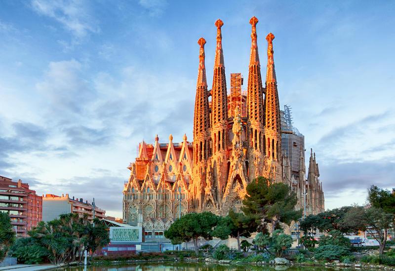 """Испания рассматривает возможность введения """"безопасных коридоров"""" для туристов"""