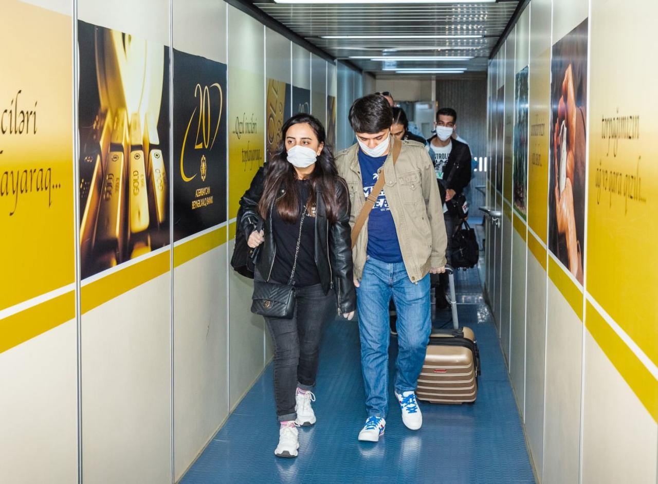 Чартерным рейсом AZAL в Баку вернулись 100 граждан Азербайджана