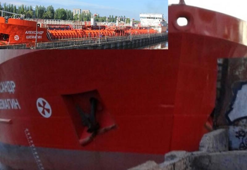 Нефтеналивной танкер протаранил причал в России