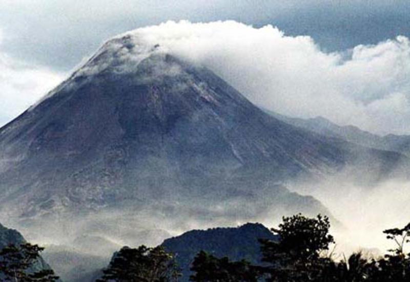 Вулкан Этна выбросил пепел на высоту 4,5 км
