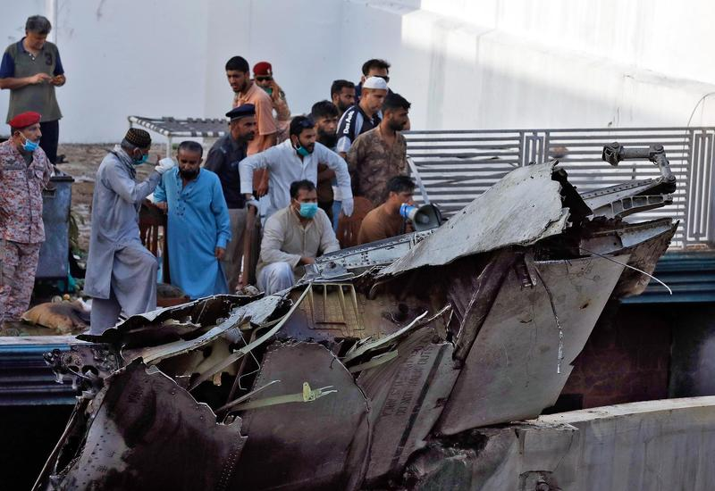 Страшные кадры с места авиакатастрофы в Пакистане