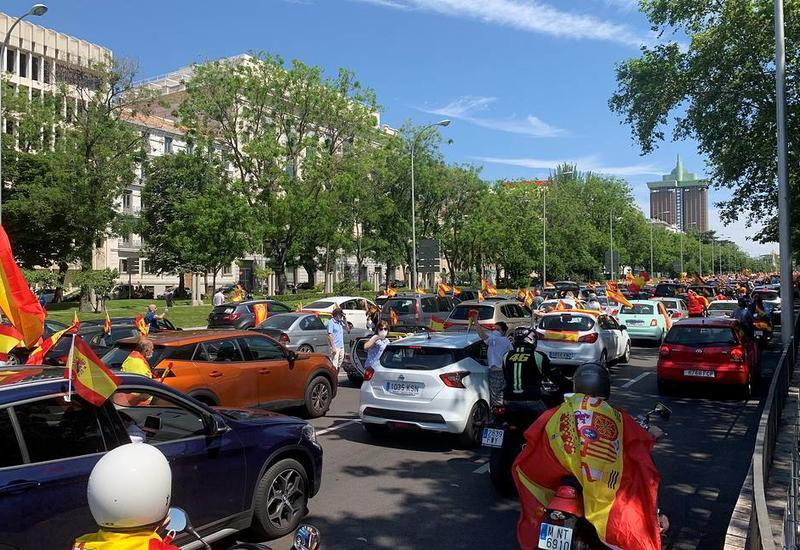 В Мадриде проходит массовая антиправительственная акция на автомобилях
