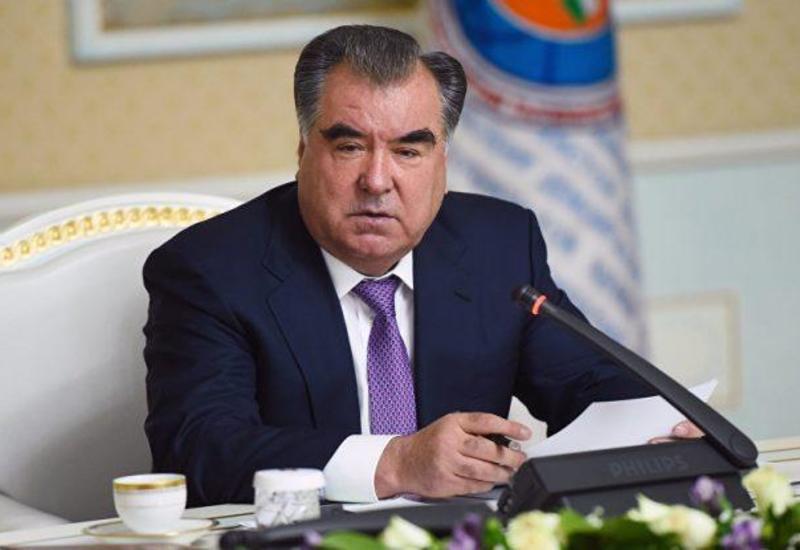 Президент Таджикистана поздравил Президента Ильхама Алиева