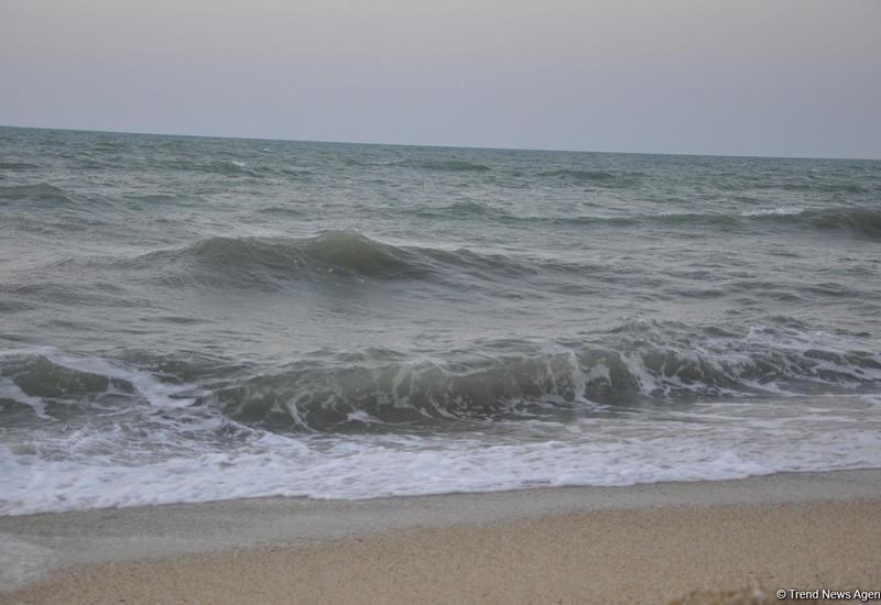 Высота волн на Каспии достигла 6,6 метра