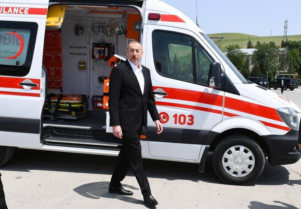Президент Ильхам Алиев и Первая леди Мехрибан Алиева осмотрели транспортные средства и спецтехнику, выделенные Шамахинскому району