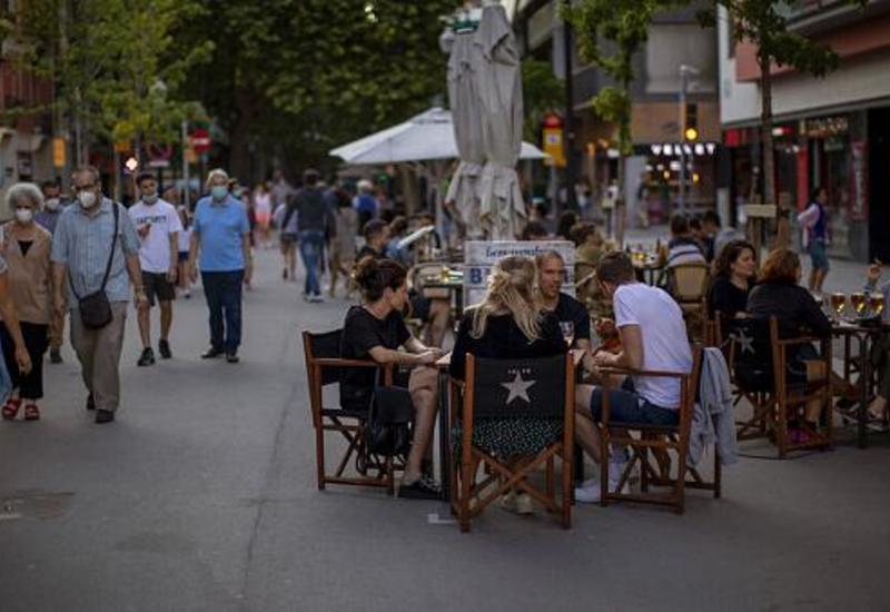 Испания правит статистику и ждет туристов