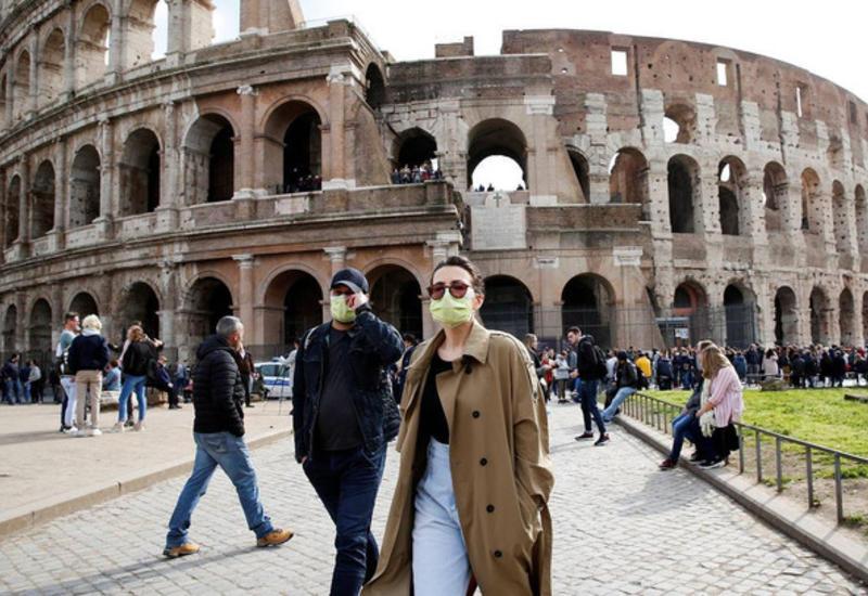 В Риме вводят штрафы для тех, кто бросает маски и перчатки на улицах