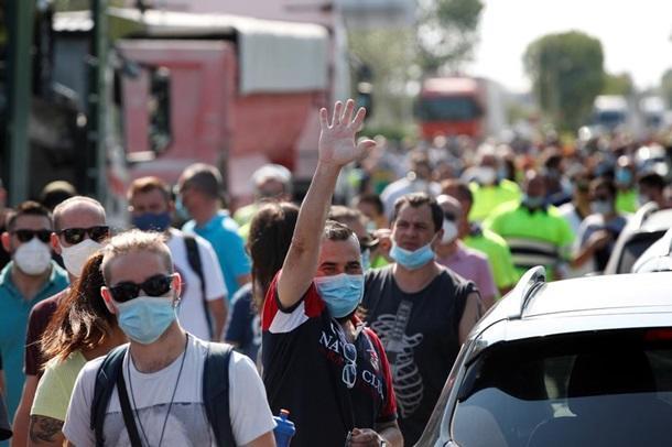 Сотрудники завода Nissan в Барселоне устроили протест против его закрытия