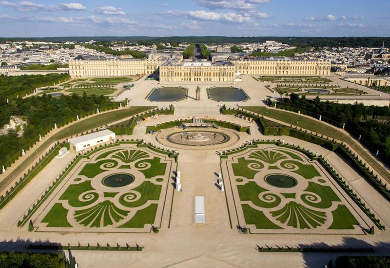 Версаль готовится к открытию