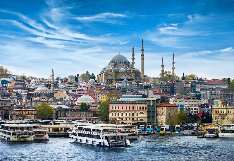 Турция отменяет запрет на междугородние поездки, открывает кафе и музеи
