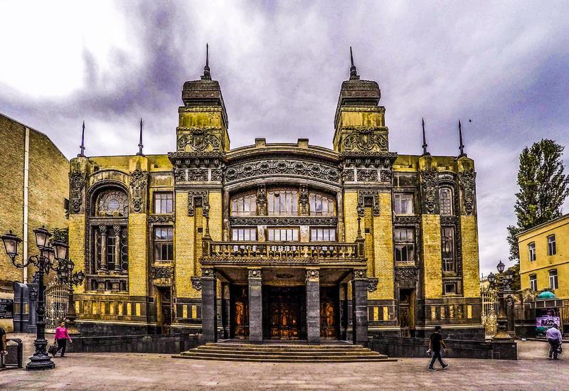 Театр оперы и балета анонсирует спектакли в Сети