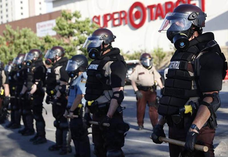 CNN: полиция Лос-Анджелеса объявила незаконными все собрания в центре города