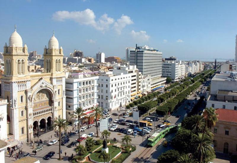 В Тунисе режим чрезвычайного положения продлен на полгода