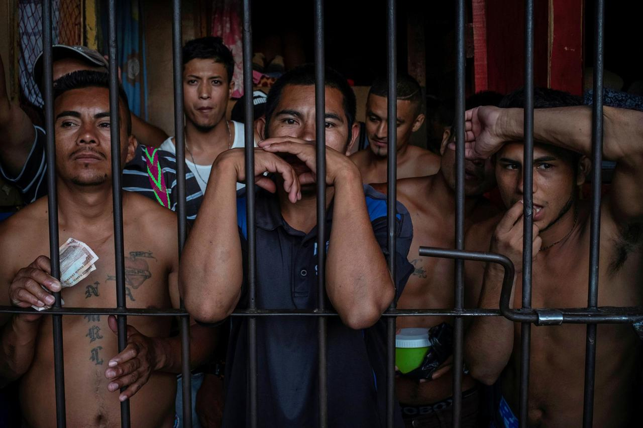 Как соблюдают социальную дистанцию в тюрьме Гондураса