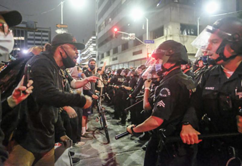 Власти США назвали терроризмом нападения на полицейских по время беспорядков