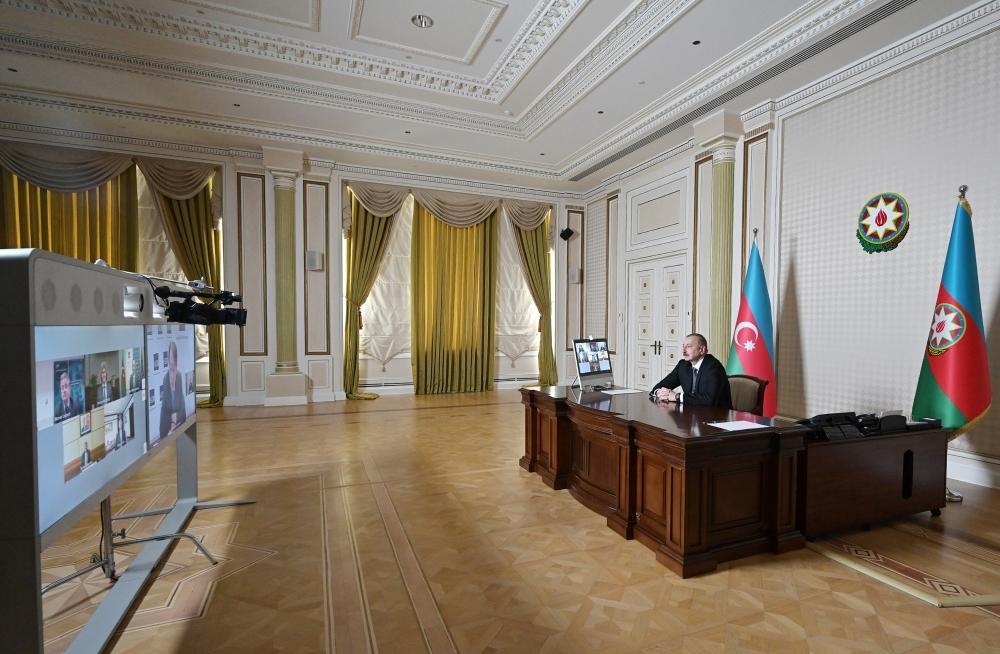 По инициативе Азиатского банка развития состоялась видеоконференция между Президентом Ильхамом Алиевым и руководителями этого банка