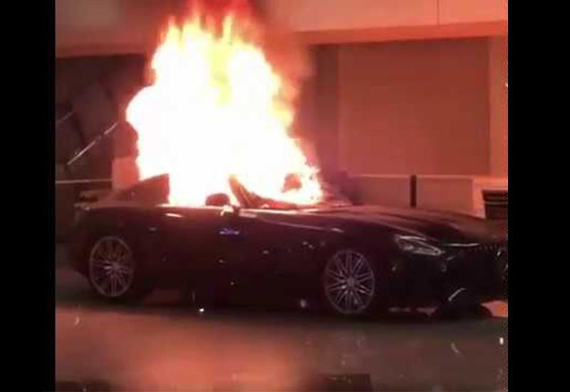 В Калифорнии сожгли люксовые автомобили в салоне Mercedes
