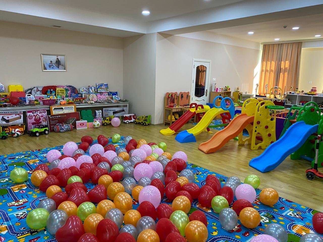 Праздничные подарки малышам от Фонда Гейдара Алиева