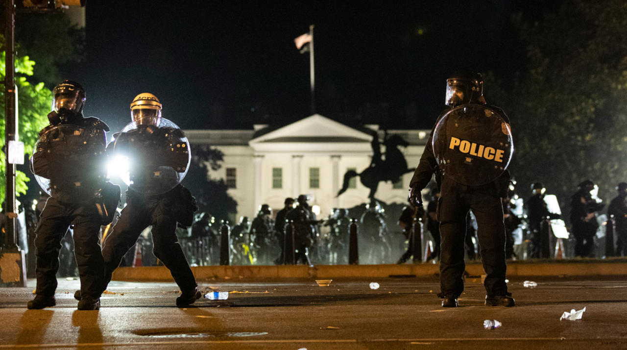 Вашингтон в огне и протестующие у Белого дома