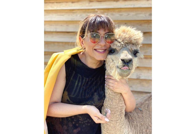 Тунзаля Агаева поделилась милым фото из первой в Азербайджане фермы альпак