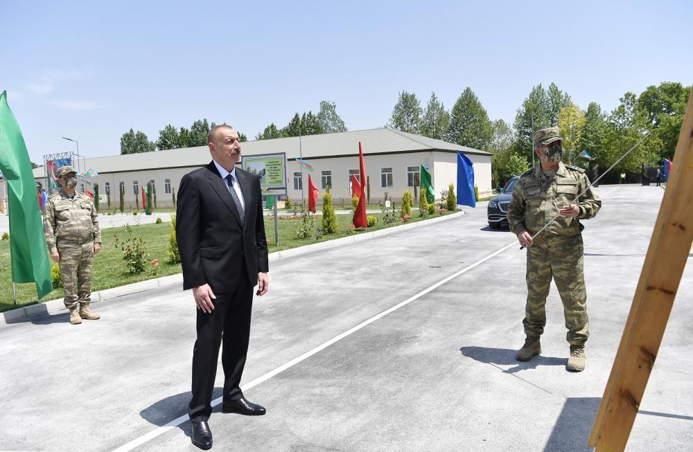 Президент Ильхам Алиев посетил Н-скую воинскую часть в Агдаме